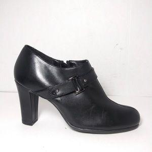 Naturalizer Sz 7 Black Vegan Leather Ankle Booties